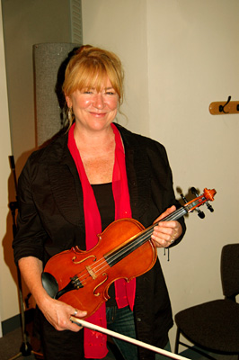Soozie Tyrell And Fiddle.